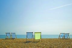 Sillas de playa coloridas   Imagen de archivo libre de regalías