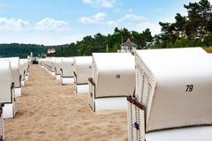 Sillas de playa en Binz en la playa Fotografía de archivo