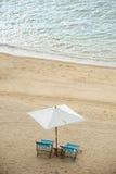 Sillas de playa en la arena Imagenes de archivo