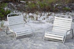 Sillas de playa en la arena fotografía de archivo libre de regalías