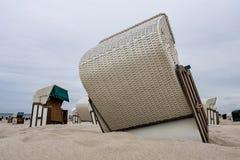 Sillas de playa en la costa de mar Báltico Imágenes de archivo libres de regalías