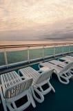 Sillas de playa en la nave Imagenes de archivo