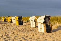 Sillas de playa en la playa Fotografía de archivo