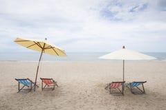 Sillas de playa en la playa de Huahin en Tailandia Imágenes de archivo libres de regalías