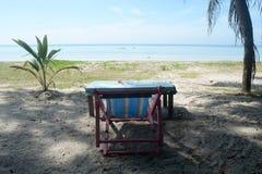 Sillas de playa en la playa tropical Imágenes de archivo libres de regalías