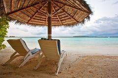 Sillas de playa en Maldives foto de archivo libre de regalías