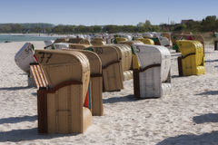 Sillas de playa encapuchadas Imagen de archivo libre de regalías