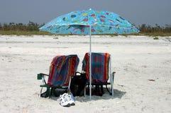 Sillas de playa gemelas fotografía de archivo libre de regalías