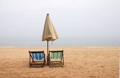 Sillas de playa vacías Fotografía de archivo libre de regalías