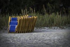 Sillas del alquiler de la playa Imagenes de archivo