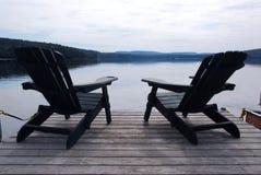 Sillas del lago Imágenes de archivo libres de regalías