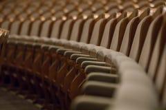 Sillas del vintage en sala de conciertos del theateror fotografía de archivo libre de regalías