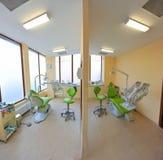 Sillas dentales gemelas (oficina de los doctores) Imagen de archivo libre de regalías