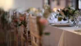 Sillas en el banquete de la boda Decoraciones de la boda El casarse en t metrajes