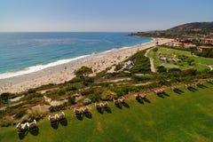 Sillas en el Laguna Beach Imagen de archivo libre de regalías