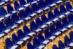 Sillas en el stadion abandonado Fotos de archivo libres de regalías
