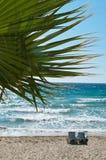 Sillas en la playa Imagenes de archivo