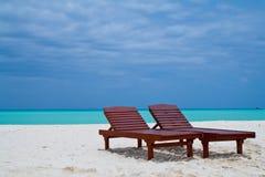 Sillas en la playa Imágenes de archivo libres de regalías