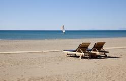 Sillas en la playa Fotos de archivo
