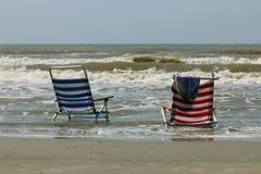 Sillas en la playa Fotos de archivo libres de regalías