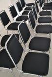 sillas en la sala de clase Fotografía de archivo libre de regalías