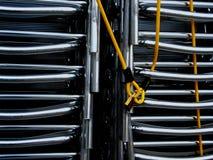 Sillas en una cadena Imagen de archivo