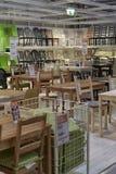 Sillas en venta en la tienda Foto de archivo libre de regalías