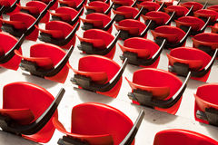 Sillas rojas de la arena Imagenes de archivo