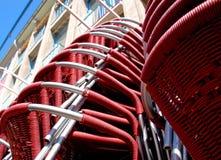 Sillas rojas empiladas Imagenes de archivo