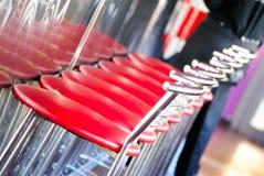 Sillas rojas en la barra, restaurante Fotografía de archivo