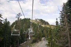 Sillas vacías del esquí foto de archivo