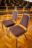 Sillas vacías en la iglesia Imagen de archivo libre de regalías