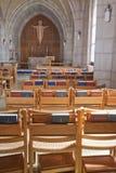 Sillas y biblias en la iglesia Imagen de archivo
