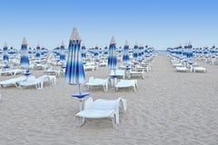 Sillas y paraguas de playa Fotografía de archivo libre de regalías