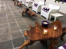 Sillas y tablas de madera Imágenes de archivo libres de regalías