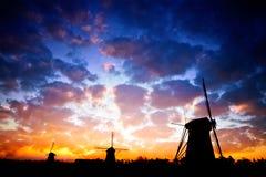 Sillhouete dos moinhos de vento Imagem de Stock Royalty Free