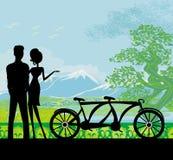 Sillhouette der süßen jungen Paare in der Liebe, die im Park steht Stockbild