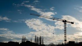 Sillhouette di Cran alla mattina nella città Fotografia Stock Libera da Diritti