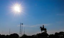 Sillhouette królewiątka Rama V statua w Tajlandia obraz stock