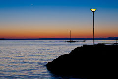Sillhoutte do barco no nascer do sol Fotografia de Stock Royalty Free