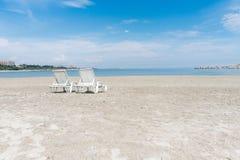 Sillones en la playa Imagen de archivo libre de regalías
