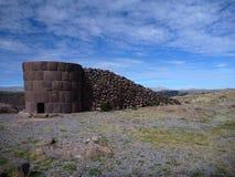 sillustani burrial Pré-inca de site avec des chulpas Images libres de droits