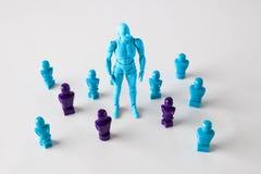 Silna męska figurki pozycja wśród faceles lookalike figurek Obraz Royalty Free