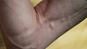 Silna męska ręka, wspaniały unaczynienie zbiory wideo