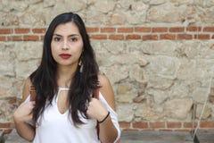 Silna przyglądająca etniczna kobieta z kopii przestrzenią fotografia stock