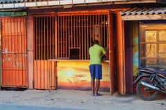 Silnego napoju alkoholu sklep w wiosce Sri Lanka Fotografia Royalty Free