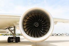 Silnik nowożytny pasażer samolotu odrzutowego samolot Płodozmienny fan i turbinowi ostrza zdjęcia stock