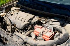 Silnik nowożytny samochód czapeczka jest otwarty obrazy stock