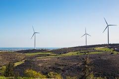 Silnik Wiatrowy dla alternatywnej energii tła pojęcia eco zieleni ręki mienia panelu prymki władzy słoneczny turbina wiatr Obrazy Stock