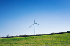Silnik Wiatrowy dla alternatywnej energii tła pojęcia eco zieleni ręki mienia panelu prymki władzy słoneczny turbina wiatr Zdjęcie Stock